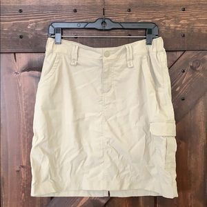 Duluth Trading Co Cargo Skirt Size 8 with spanks